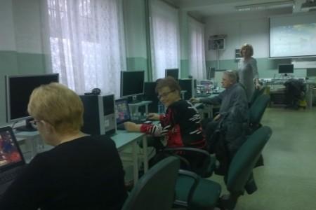 Spotkania zkomputerem słuchaczy Wieluńskiego Uniwersytetu Trzeciego Wieku